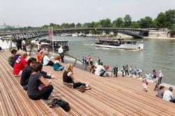 Полиция запретила проносить алкогольные напитки на левом побережье Сены