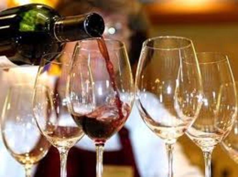 Украина: в январе-мае 2013 года объемы выпуска вина упали на 6,4%