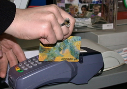 В Госдуме рассматривается законопроект, предусматривающий продажу алкоголя только по банковским картам