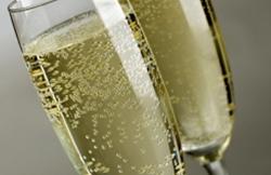 Росалкоголь вновь предпринял попытку установить МРЦ на игристые вина