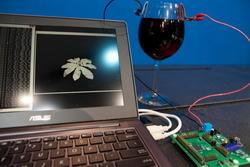 Компания Intel представила процессор, работающий на вине