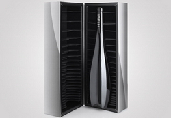 Zaha Hadid designs a limited edition wine bottle for Leo Hillinger