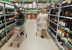 Свыше 60% проверенных в Москве точек продаж алкоголя работали с нарушениями