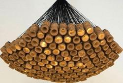Британский дизайнер сделал из пробок люстру