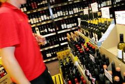 Росстат: в 2013 году россияне приобрели на 7% меньше водки и ЛВИ