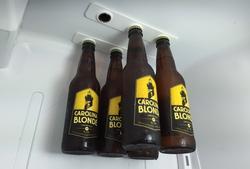 bottleLoft позволит подвесить на полку бутылки с пивом