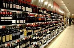 ЛДПР предлагает магазинам спрятать алкогольные напитки от покупателей