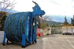 На заводе шампанских вин «Новый Свет» установлена Синяя Коза из винной бочки