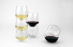 В США сделали винный бокал-непроливайку
